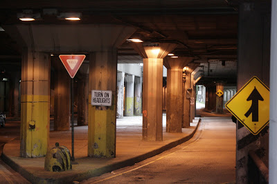 An underground entrance and exit below Michigan Avenue. Photo courtesy of www.autonueroticfixation.com.